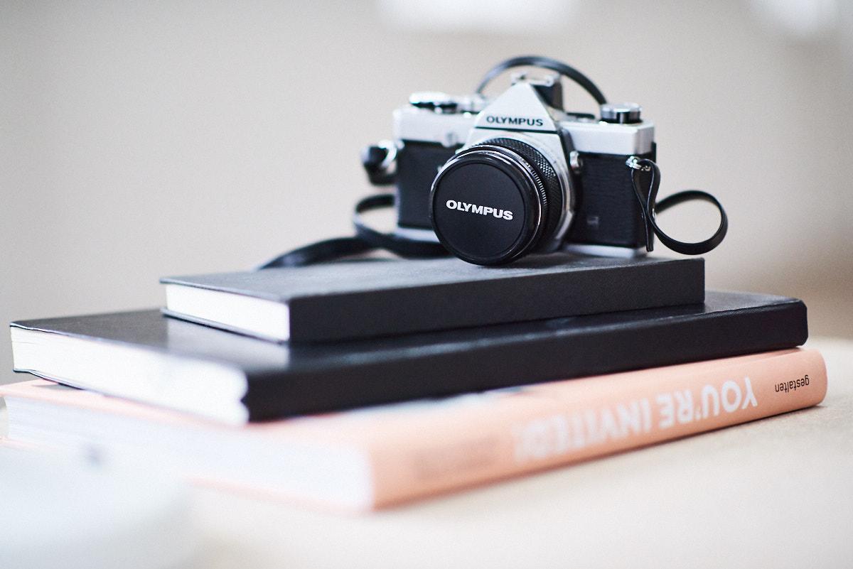 Fotograf für Designer, Designer Portrait in Fabrikhalle