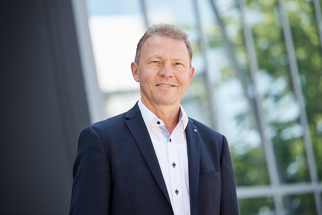 Business Portrait eines Managers, fotografiert in Ditzingen bei Stuttgart