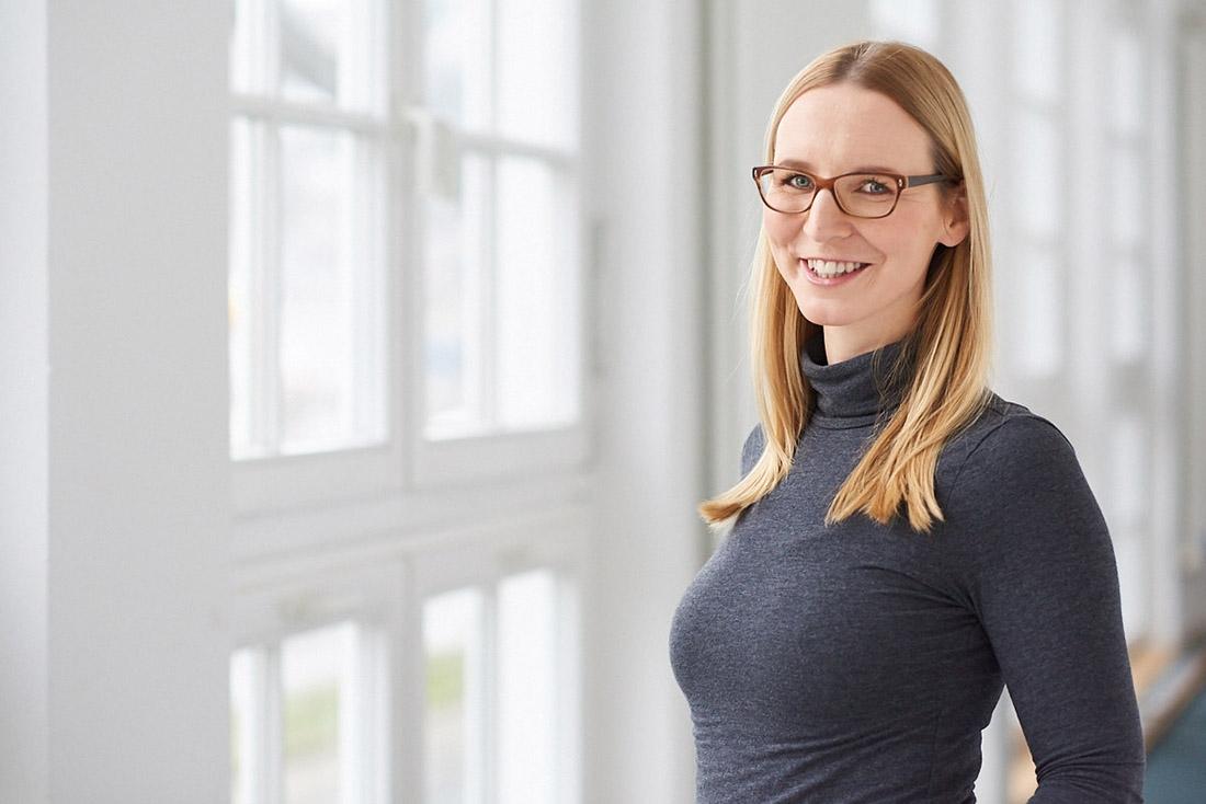 Business Porträt Mitarbeiterfoto Frau Tübingen