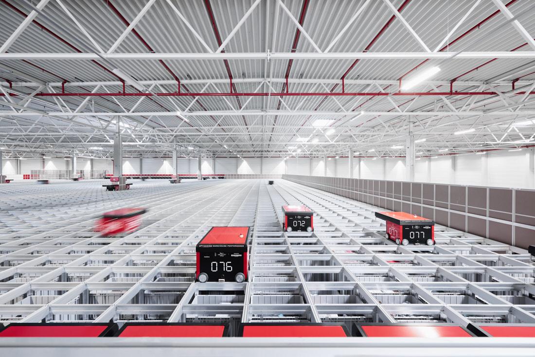 industriefotografie_logistikzentrum_stuttgart, Industriehalle, Roboter